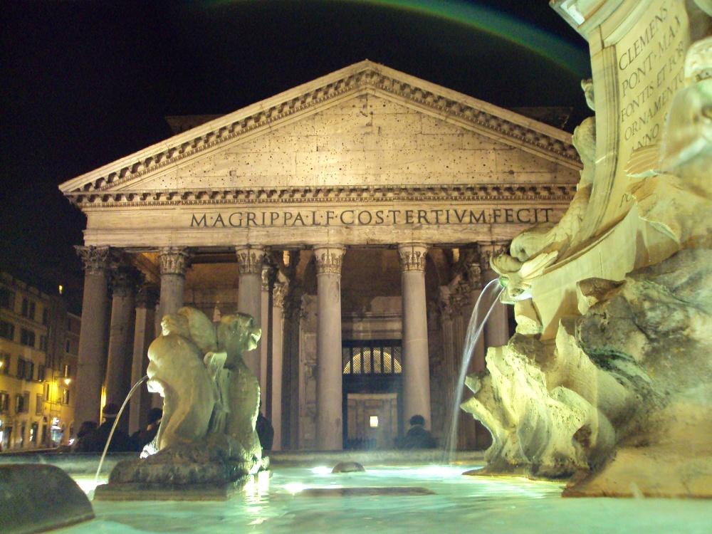 Pantheon at night - Christmas Eve